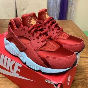 Nike Huarache - Cinnabar - Size 6.5W